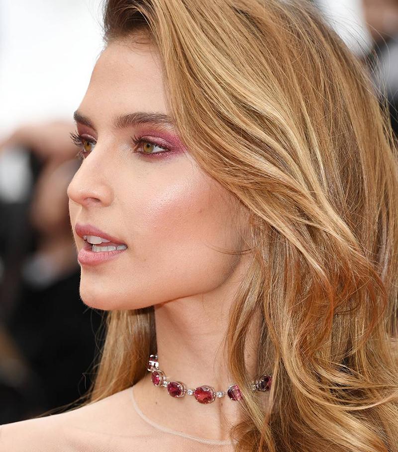 Fernanda Liz wearing pink-eyeshadow to this years Cannes Film Festival | Seabeauty